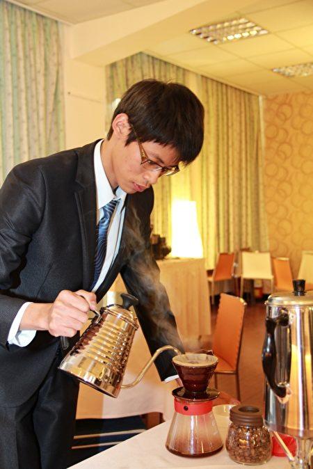 亞太推廣課程-咖啡烘焙。(亞太學院/提供)