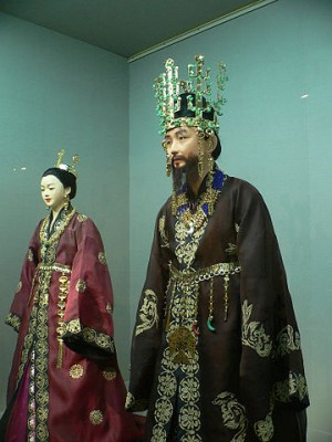 新羅王和王后的服飾裝扮模型(公共領域)