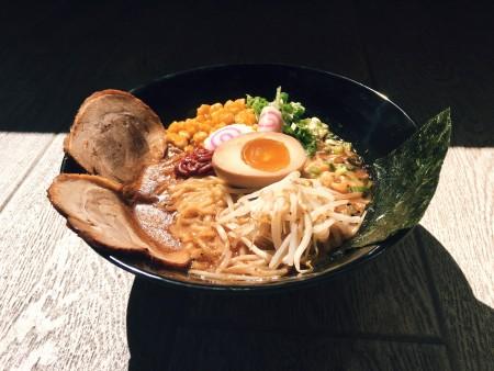 日本拉面餐厅Uma Uma  - 日本拉面和Yakitori美食。(Tae Emily Kim提供)