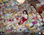 斯洛伐克女子安东尼.科扎科娃19年前開始收集餐巾紙,曾2度打破金氏紀錄,目前種類已達8萬種,價值超過30萬英鎊。 (圖擷取自Barcroft TB youtube)
