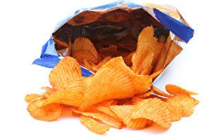 研究:人们无聊时会想吃垃圾食物