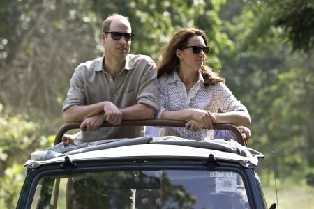 4月13日,威廉和凱特前往印度阿薩姆邦的加濟蘭加國家公園(Kaziranga National Park)探險,兩人非常享受這湯旅行,還開心地為大象寶寶和犀牛寶寶餵奶。 (Heathcliff O'Malley - WPA Pool/Getty Images)