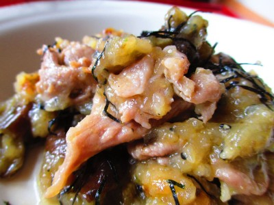 苹果泥和和风酱醋能保持烩茄子肉片的鲜嫩度。(家和/大纪元)
