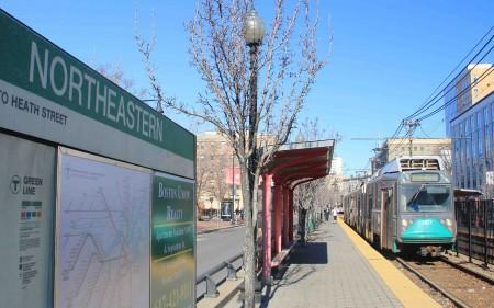 波士顿东北大学(Northeastern Univ.)地铁站。(商家提供)