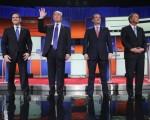 3月3日,共和党参选人们参加底特律辩论会。从左至右:卢比奥、川普、科鲁兹、卡西奇。(Chip Somodevilla/Getty Images)