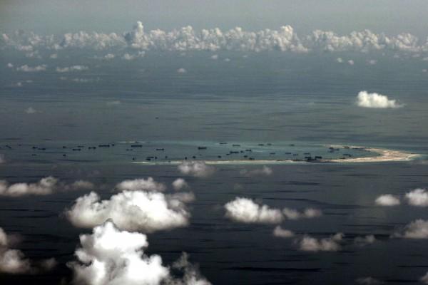 中共战机南海拦截美侦察机 美:不安全事件