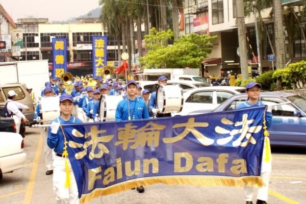 """马来西亚学员庆祝""""世界法轮大法日"""""""
