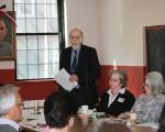 「將中華公所大樓載入史記名錄」公聽會,聯邦政府美國歷史保護會委員Terry Guen(站立者)、波士頓地標委員會代表Rosanne Foley(右三)出席並發言。(林安/大紀元)