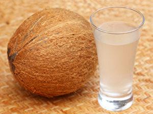 新鮮椰子水(fotolia)