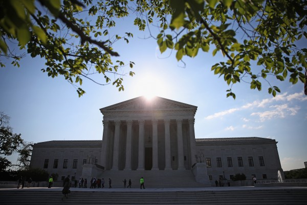 特朗普上任美國總統後,有權任命最高法院大法官。此次任命對美國司法影響深遠,或影響長達幾十年的意識形態。(Mark Wilson/Getty Images)