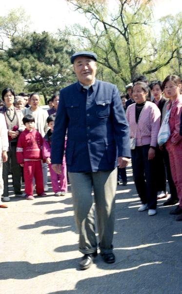 在長春第七期班上,腦血栓患者、退休高級工程師李鳳鳴扔掉了枴杖。(明慧網)