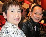 越南华裔Kung Tang希望中国人能够把神韵传递的信息带给中共当局。(李佳/大纪元)