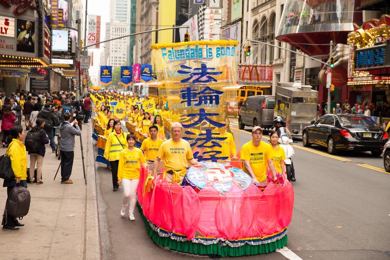 法轮功万人大游行震撼曼哈顿华人感佩