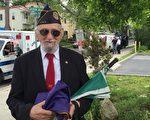 二戰空軍老兵福德利曼在國殤日遊行中。 (施萍/大紀元)