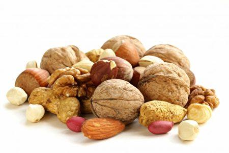 坚果所含的养分能阻止黑色素沉积,还能预防肌肤出现皱纹 。(Fotolia)