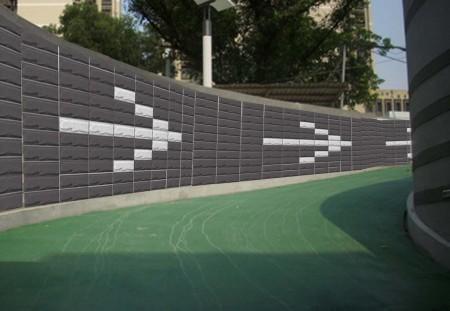 橡膠再生的綠板材,用於車道壁材,有助行車安全。 ( 泰陽橡膠 提供)