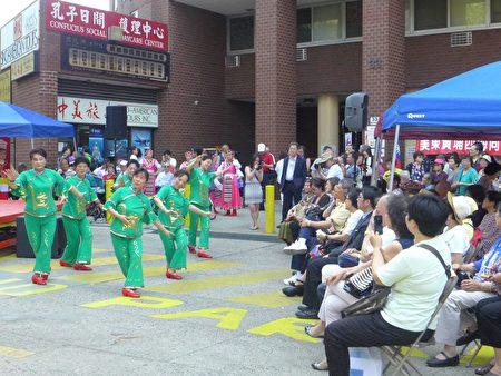 中华总商会28日在孔子大厦广场举办亚裔传统庆祝会。