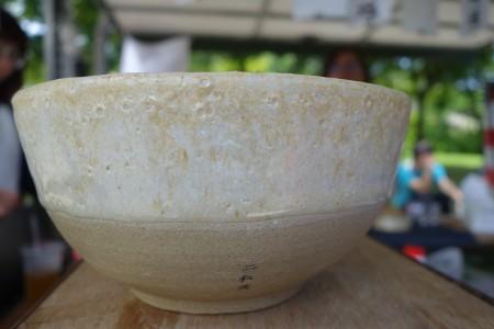 该行动所到之处,将提供各地污染做的陶碗,供民众选择,这个碗刻上二仁溪,表示土材取自该污染区。