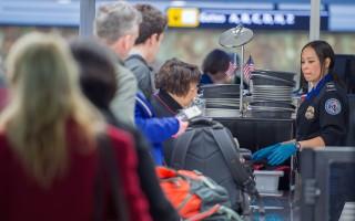 长周末到来 TSA教旅客快速过机场安检