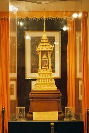 603px-Buddhist_Stupa_containing_relics_of_Buddha,_National_Museum,_New_Delhi