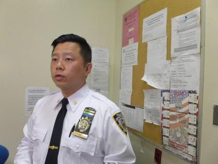 五分局局長吳銘恒希望社區民眾不要怕警察,不諳英文者可以要求中文翻譯服務。