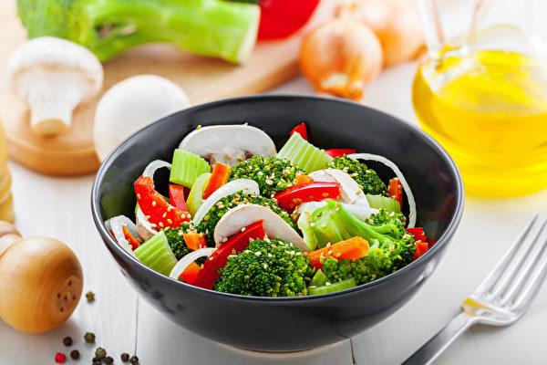 某些蔬菜(包括豆類和穀物)的營養成分在烹飪時變得更容易被人體利用,生吃反而不好。(Fotolia)
