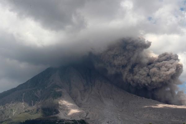 印尼火山噴發已知7人死亡