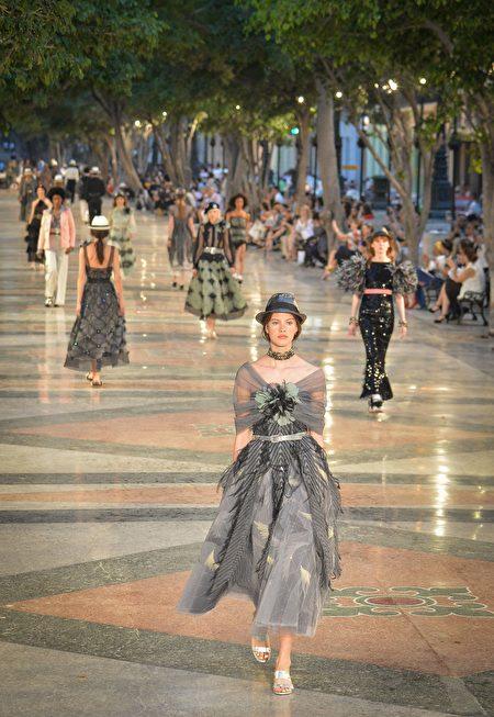 2016年5月3日,法国品牌香奈儿首次在古巴首都哈瓦那举办时装秀。(ADALBERTO ROQUE/AFP/Getty Images)