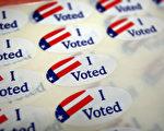 希拉里竞选团队致电佛州州长斯科特要求延长选民登记截止日,原因是可能很多选民来不及在10月11日截止日前登记。但遭到拒绝。(David McNew/Getty Images)