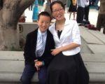 2015年10月,左赛医师和儿子摄于洛杉矶国际法轮大法心得交流会。(本人提供)