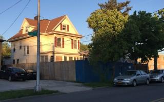 法拉盛兩家庭房有九個臥室 建案被否決