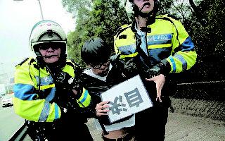 香港众志拦张德江车队被捕