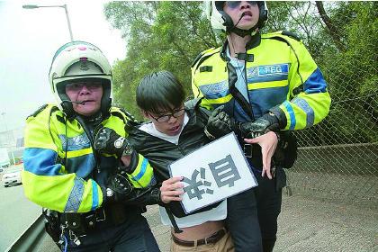 香港眾志攔張德江車隊被捕
