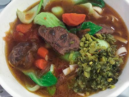红烧牛肉面。(百合摄)