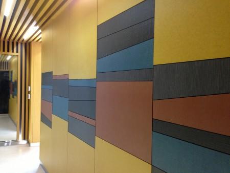 彩色纖維板可以自由組合,創造空間豐富色彩。( 合富國際 提供 )