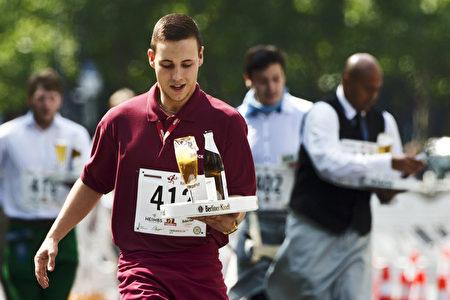 ▲ 男士款是威士忌,女士款是马提尼。把它们溶解在含兴奋剂的鸡尾酒里可加强类固醇的吸收,减少被发现的风险。(AFP)