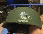 IS 声明为佛州枪击案负责。图为一名警察的钢盔在与该案嫌犯的枪战中被打穿。(大纪元)