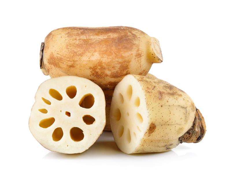 蓮藕屬於寒性食物,建議胃腸虛弱的人可以煮熟食用。(fotolia)