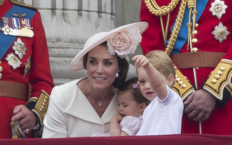英女皇慶生 喬治兄妹可愛搶鏡