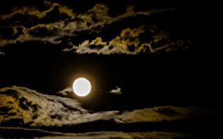 新诗:天神的眼睛——月亮
