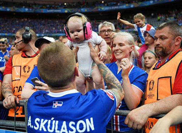 607466325XX00004_Iceland_v_