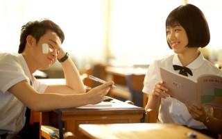 《六弄咖啡館》劇照,圖為顏卓靈與董子健。(華聯國際多媒體提供)
