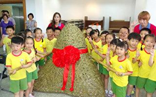 迎端午 宜蘭蘇澳製作巨大竹編鯖魚粽