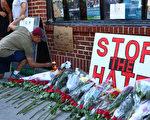 6月12日凌晨,佛州一家夜店发生美国历史上最致命的枪击惨案,造成50人死亡,53人受伤。图为民众为死难者送的花。(Monika Graff/Getty Images)