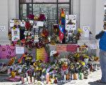 美国联邦执法官员周一表示,佛州重大恐怖枪击案的凶手此前在奥兰待了数天,寻找犯案地点,包括迪斯尼世界。图为旧金山悼念佛州枪击案遇害者的民众。(Andrew Burton/Getty Images)