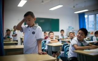 中共令大中小学教材融入党的领导 网民叫苦