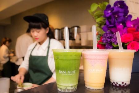 珍珠奶茶业者Bobii Fruit推出高级手工独家粉圆,搭配日本天皇御用的抹茶,茶香浓郁、珍珠口感比起市售一般粉圆更Q润。(陈柏州/大纪元)