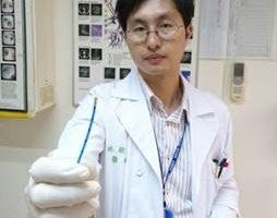 林敬凯表示冷冻治疗技术常为医师对支气管内肿瘤治疗的第一选择。(台大新竹分院提供)