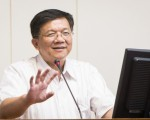 經濟部長李世光29日表示,將配合政府五大創新研發計畫的生技產業推動,聚焦於藥品、醫材、健康等領域發展。(陳柏州 /大紀元)
