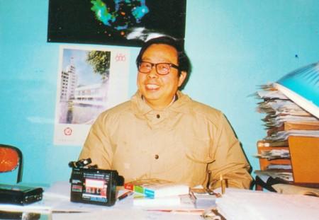 1986年12月29日,方勵之在中國科技大學校長辦公室接受記者曾慧燕專訪,第二天他就被迫離開科大,所以他說:「曾慧燕給我照的幾張相,成了我在科技大學最後24小時的紀錄。」也是後來他失去自由,外界用得最多的一張照片。(記者曾慧燕攝影/資料照片)